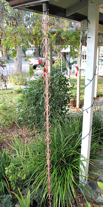 Spectacular Rain Chain Links for a Decorative Style Gutter Downspout