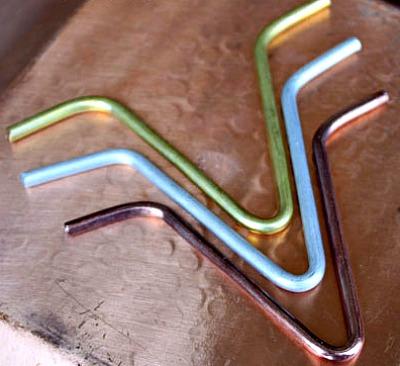 Rain chain V-hooks for gutter attachment
